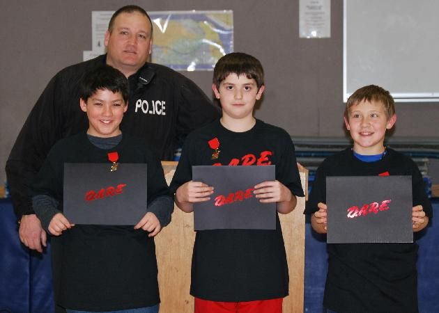 d.a.r.e essay winners 5th grade On thursday, december 20, east meadows 5th graders became dare (drug abuse resistance education) graduates officer zac robinson welcomed family and friends as he commended the 5th graders for completing their 10-week educational training in order to receive their graduation certificates, students participated in class discussions and.